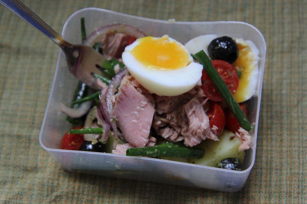 Sałatka nicejska  z tuńczykiem - zdjęcie 1