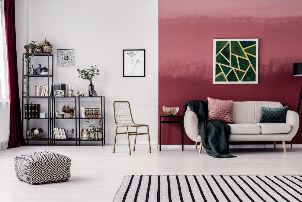 czerwona ściana ombre, cieniowanie koloru na ścianie