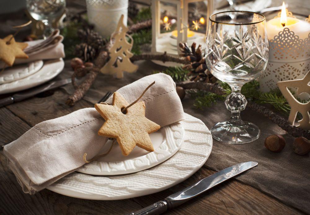 naturalne dekoracje na świąteczny stół, pierniczki