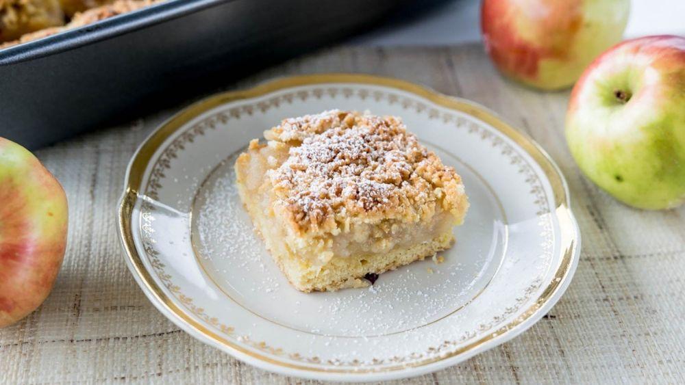 szarlotka, kawałek ciasta, ciasto na talerzu, ciasto z jabłkami