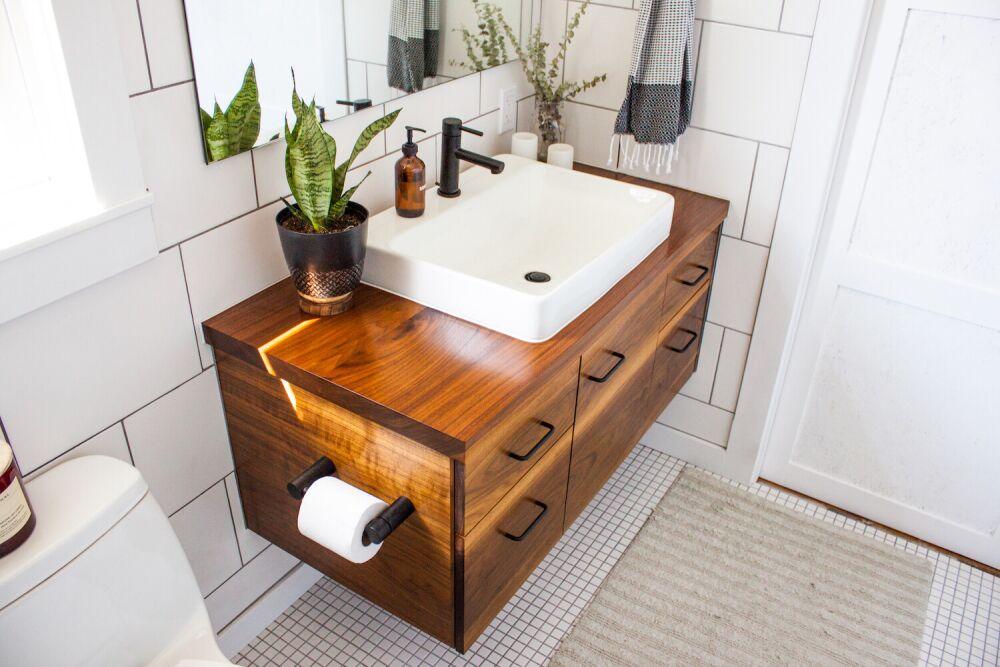 nowe meble do łazienki, łazienka z drewnem