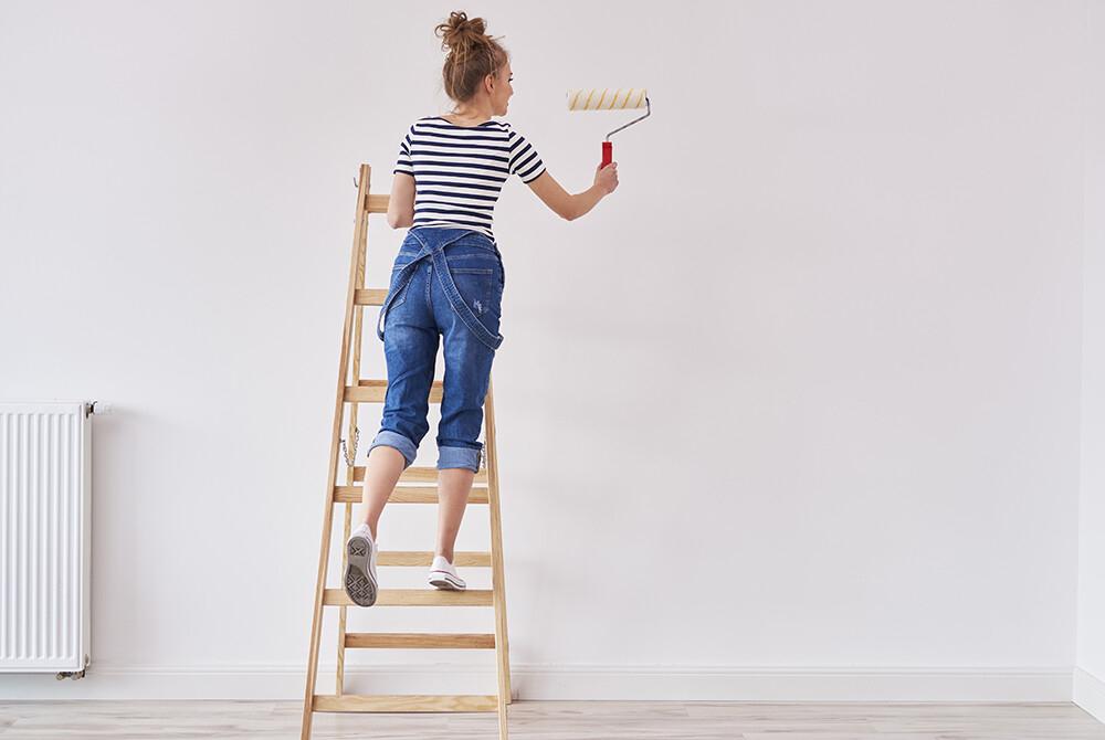 Zabezpieczanie ścian przed zabrudzeniami - malowanie farbami zmywalnymi