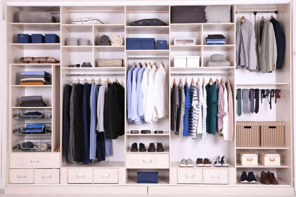 szafa, porządek w szafie, ubrania, segregacja, odzież, duża szafa