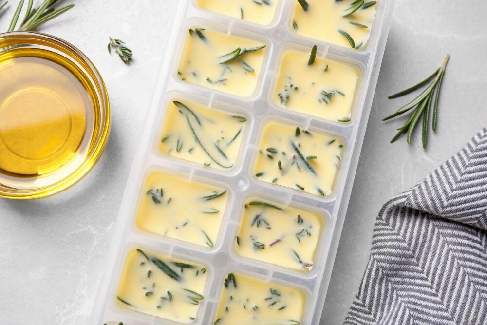 sposób na mrożenie ziół w maśle, mrożone zioła, jak mrozić zioła