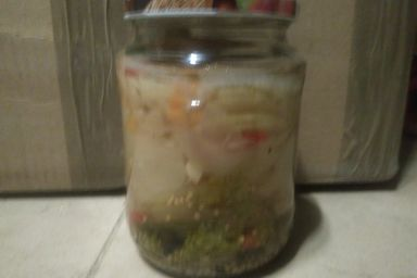 Zimowa sałatka z marynowanej cukini