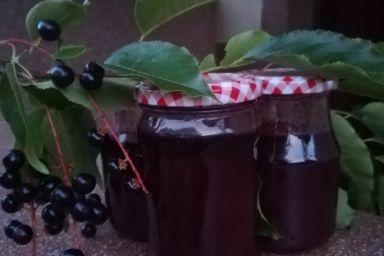 Konfitura z czeremchy z czekoladą i odrobiną pikanterii
