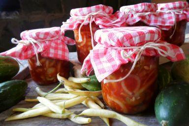 Sałatka z fasolką szparagową w zalewie pomidorowej