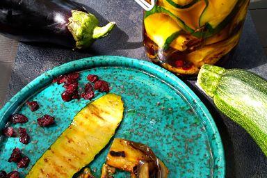 Grillowane warzywka skąpane w oleju z dodatkiem cytryńca chińskiego.