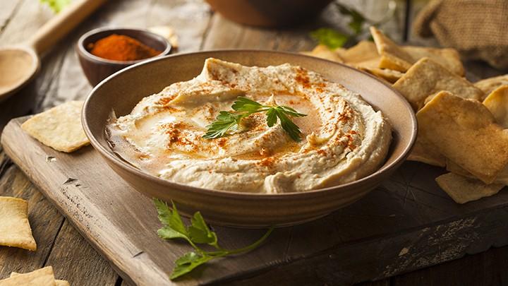 Jeśli lubisz hummus, to pewnie wiesz, że pasta tahini powstaje z prażonych ziaren…: