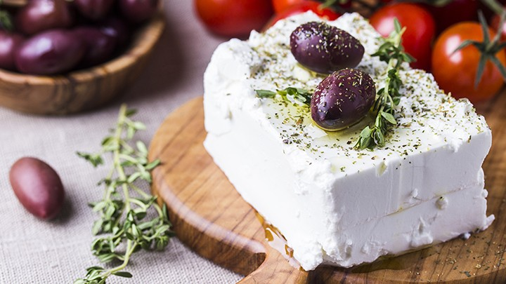 Ser Feta to kozi ser z greckiej wyspy Feta.