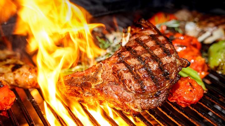 Kotlet pożarski to staropolska nazwa grillowanego schabu.