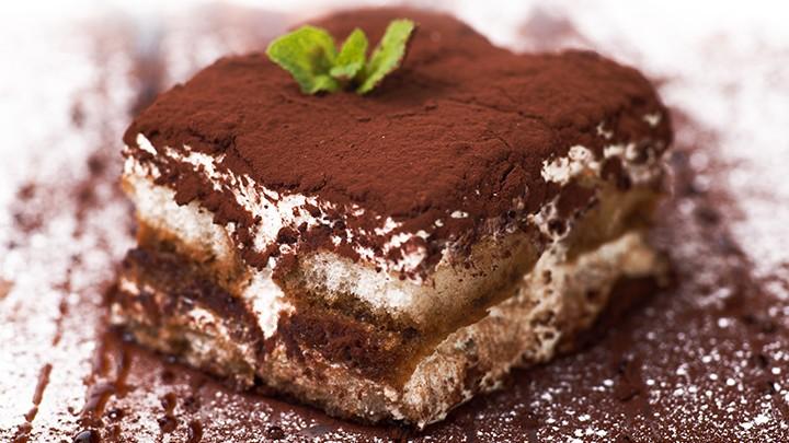 Tiramisu – nazwa słynnego włoskiego deseru w wolnym tłumaczeniu znaczy: