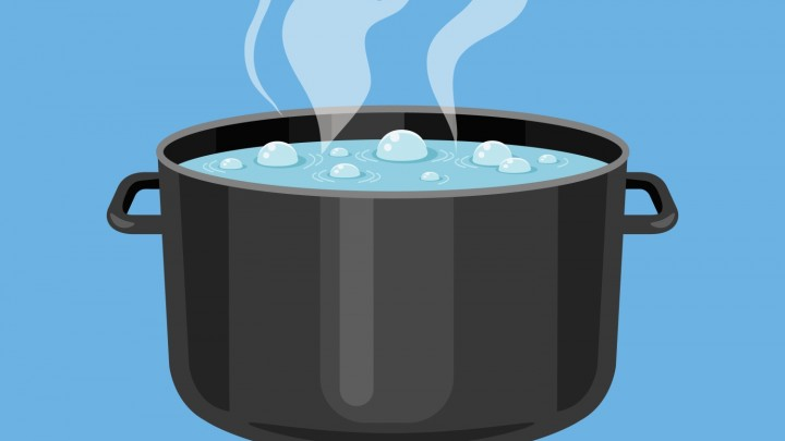 Jeśli wrzucamy coś na chwilę do gorącej wody, to:
