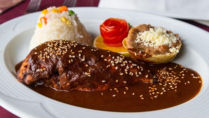 Podstawowym składnikiem meksykańskiego sosu mole jest: