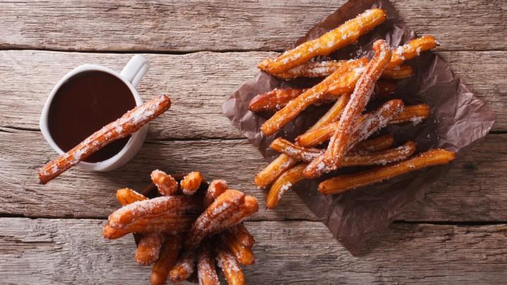 Słodkie churros to przysmak pochodzący z?