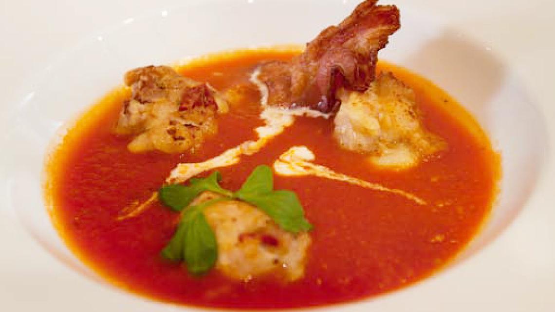 Zupa pomidorowa z domowym makaronem i pulpecikami