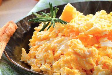 Zapiekanka jajeczna z patelni