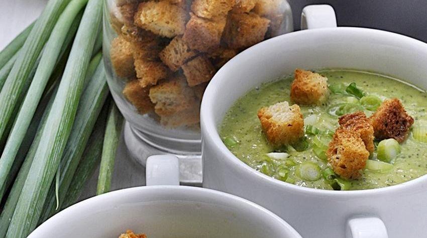 Zupa krem z cukinii z grzankami