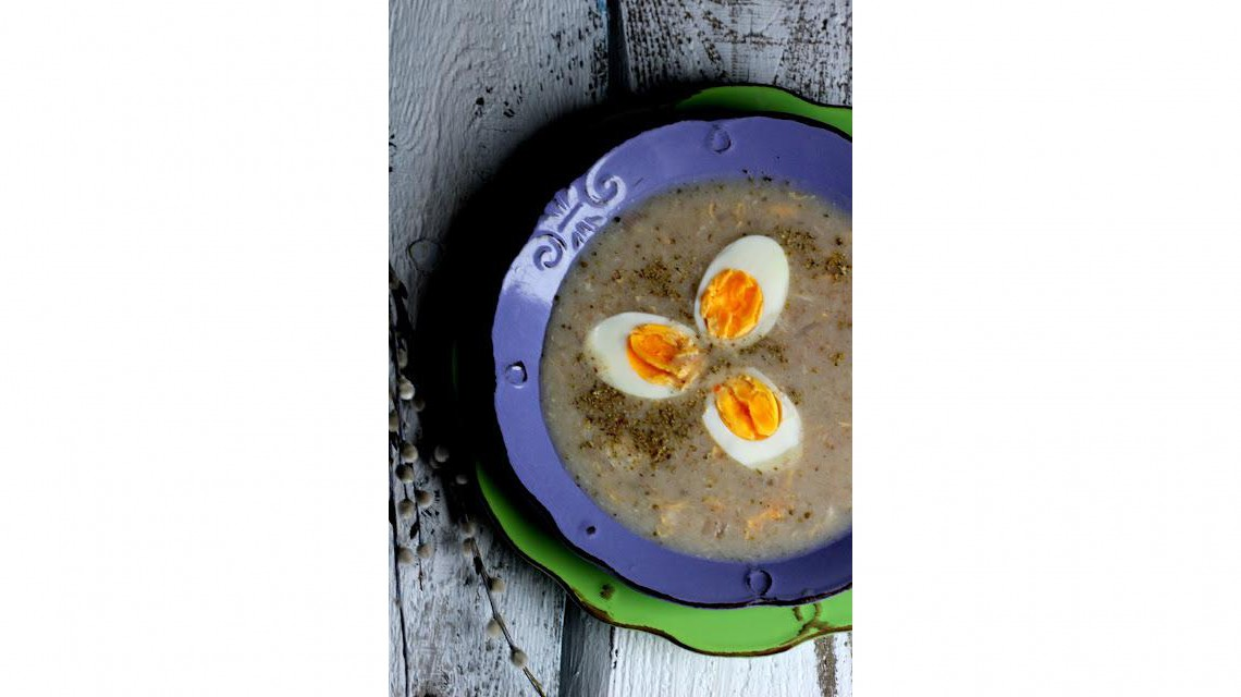 Żurek z surowym jajkiem