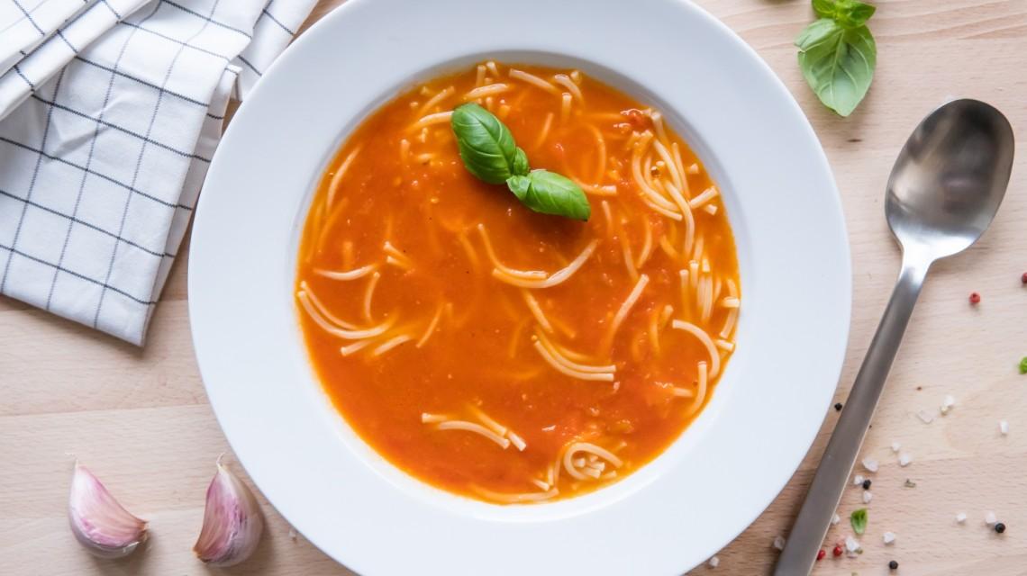 Gęsta zupa pomidorowa bez śmietany i mąki