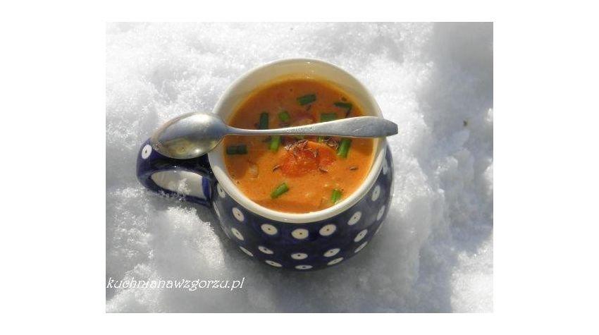 Zupa soczewicowo kokosowa z chili.