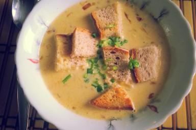 Zupa cebulowo-czosnkowo-porowa