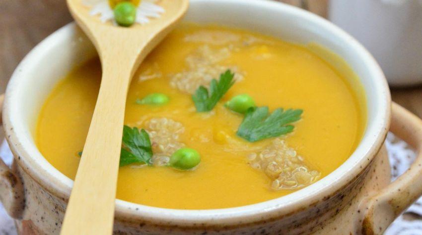 Zupa dyniowa z groszkiem i quinoa