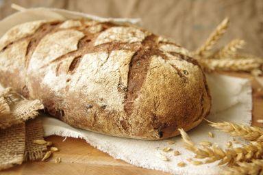 Chleb pszenny na zakwasie z karmelizowaną cebulką
