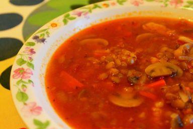 Zupa gulaszowa z soczewicą i kurczakiem