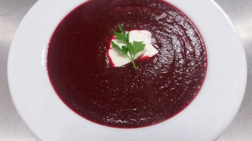 Zupa krem z czerwonego buraka z nutą pożeczki