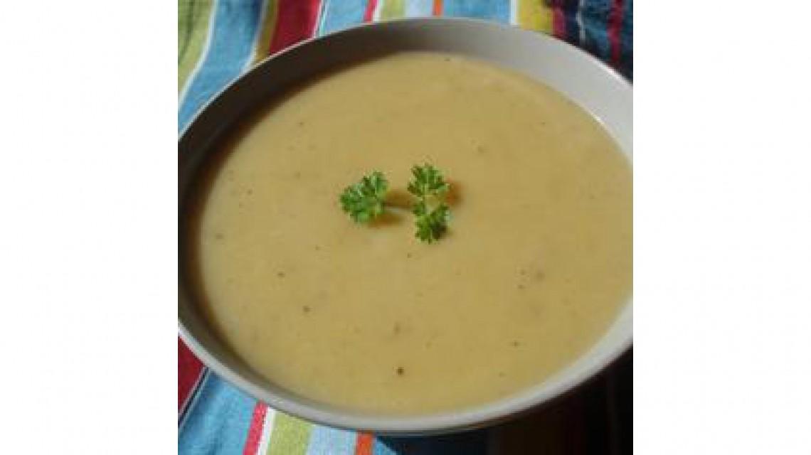 Zupa ziemniaczana z kiełbasą i boczkiem