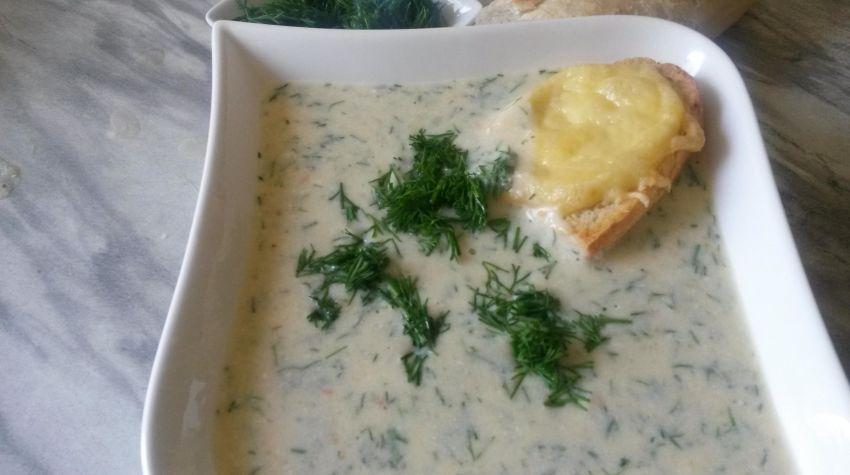 zupa ogórkowa krem z mascarpone  i grzankami serowymi