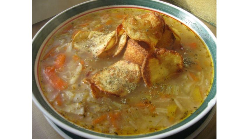 Zupa żur z majerankowymi chipsami