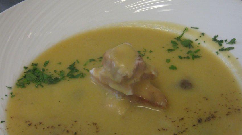 Zupa krem z ziemniaków i prawdziwków z wędzoną makrelą