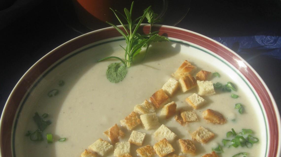 Krem z białych warzyw ze szczypiorkiem
