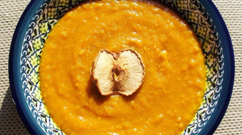 Aromatyczna zupa dyniowa z jabłkami