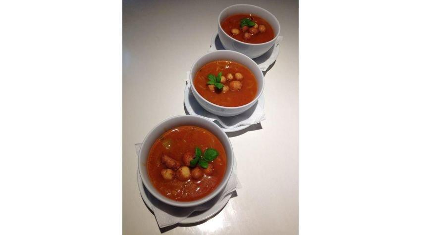 Toskańska zupa pomidorowa z mini pączkami