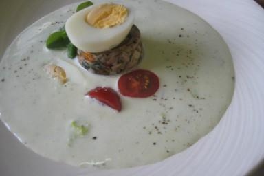 Chłodnik z ogórków zielonych,sałatą lodową