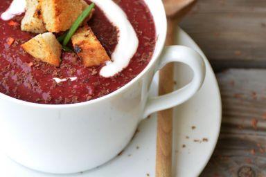 Zupa wiśniowa z czekoladą, chilli i rozmarynem
