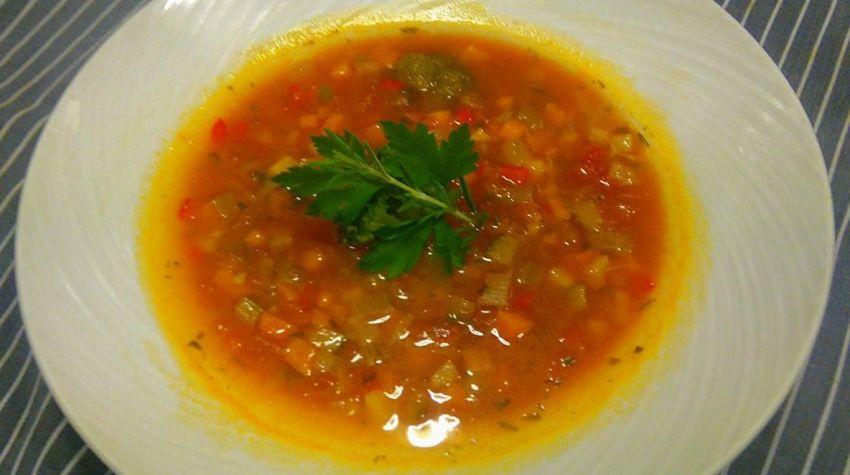 Pomarańczowa zupa jarzynowa