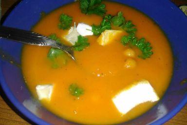 Rozgrzewająca zupa marchewkowa z cieciorką