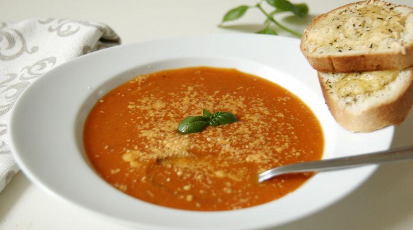 Krem z pomidorów i cukinii