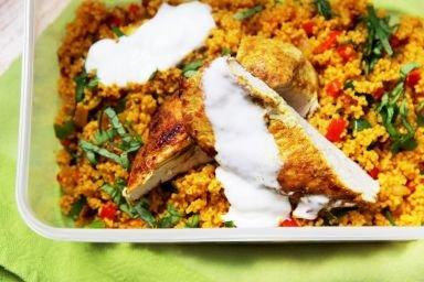 Grillowana pierś z kurczaka z kaszą kuskus i warzywami