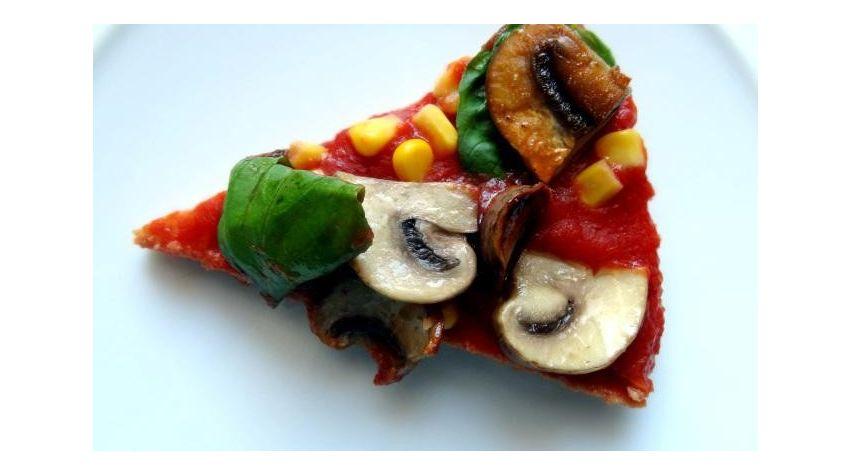Prawiepizza z pieczarkami i bazylią
