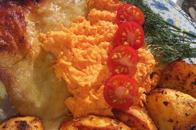 Kurczak ziołowy z czosnkowa marchewka i ziemniakami