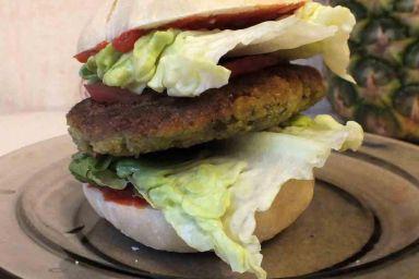 Falafel burger w chlebku naan