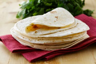 Domowej roboty placki tortilli i nachosy