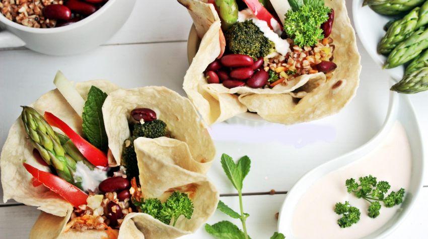 Tortilla z kaszą pęczak i warzywami