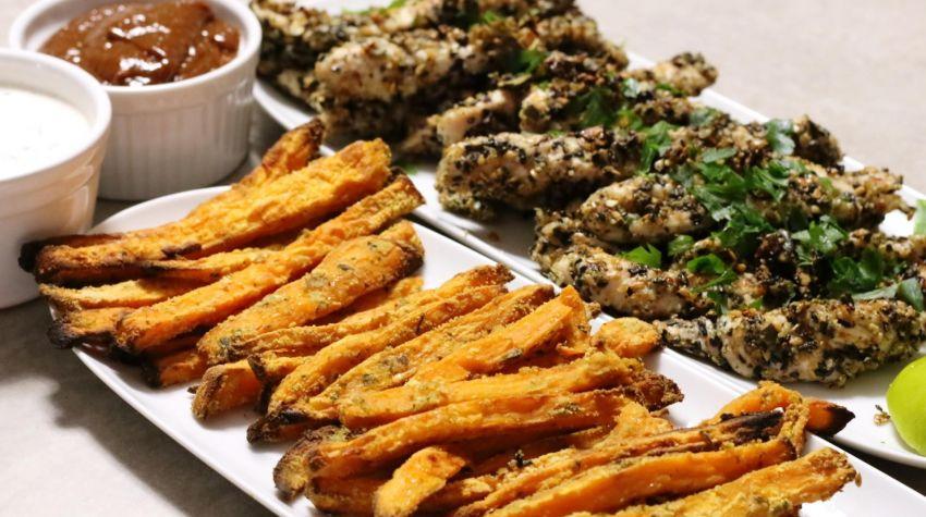 Stripsy z indyka z frytkami z batatów oraz domowym śliwkowym sosem barbecue!