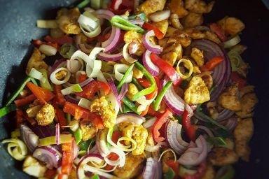 Sajgonki z kurczakiem i warzywami